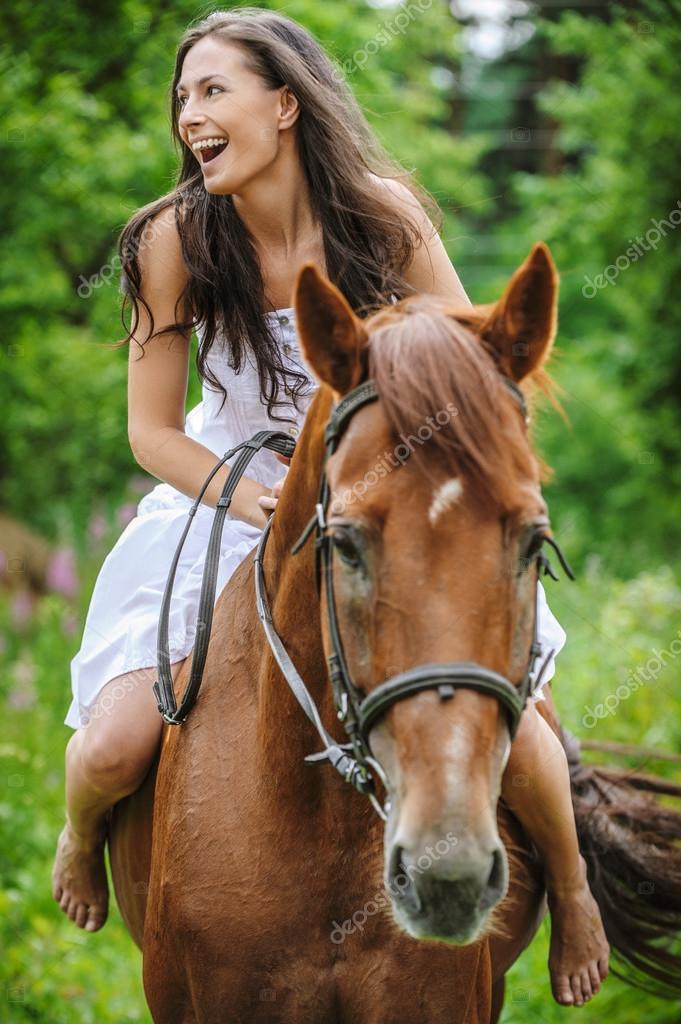 depositphotos_82959374-stockafbeelding-mooie-vrouw-paardrijden-paard.jpg
