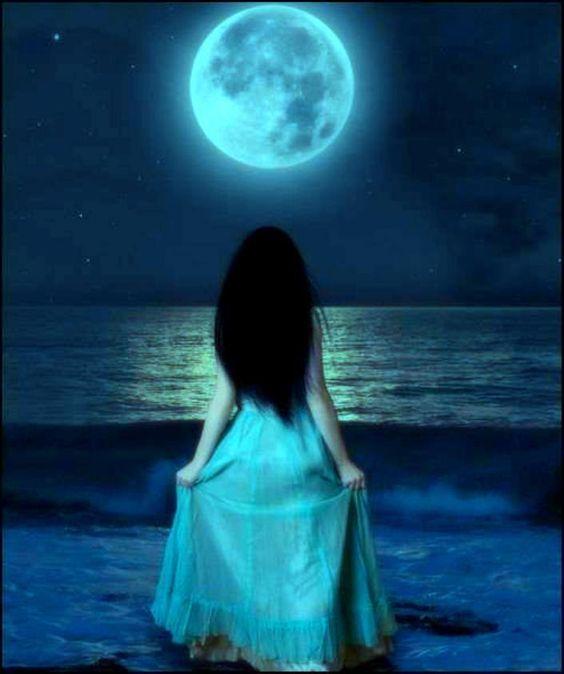 femme à la lune 3.jpg